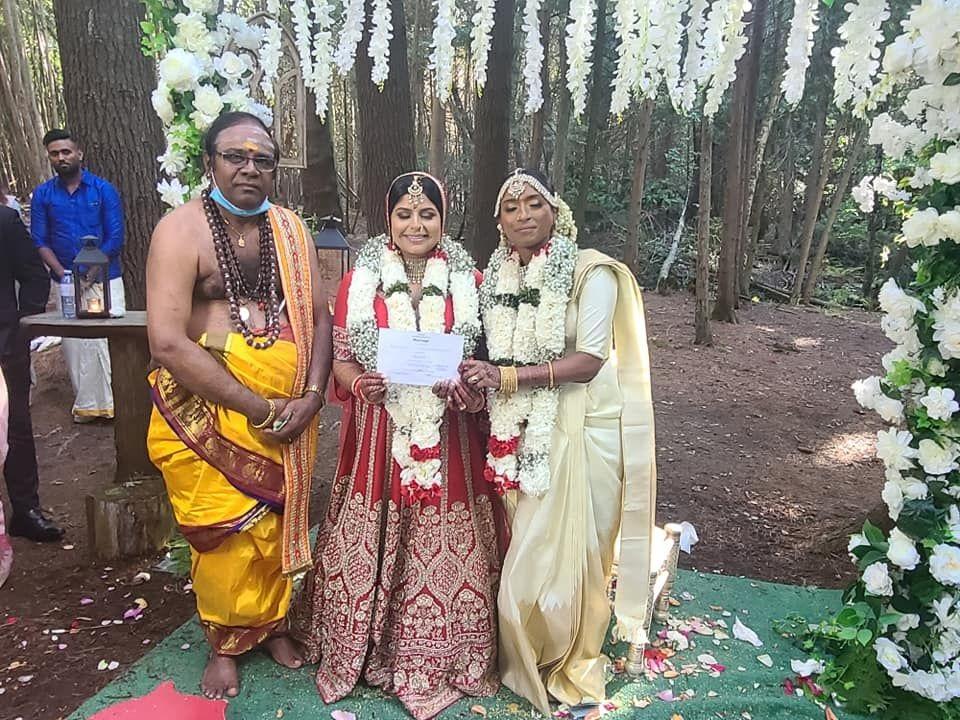 தமிழ் பாரம்பரிய முறையில் கனடாவில் நடந்த லெஸ்பியன் திருமணம்! | Kuruvi